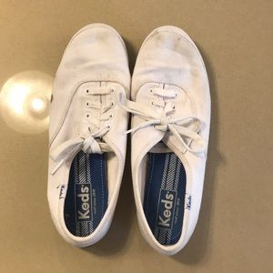 Keds low top white canvas shoes
